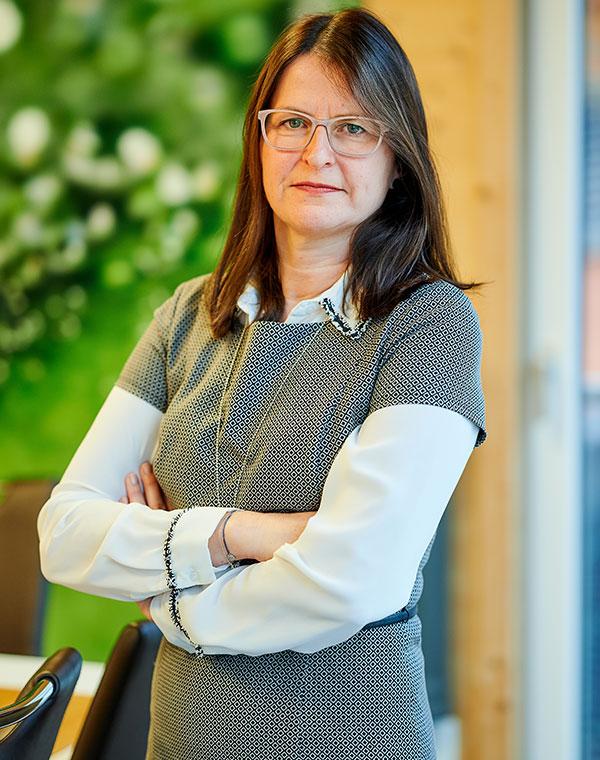 Alexandra Dirksen, Kaufmännische Angestellte